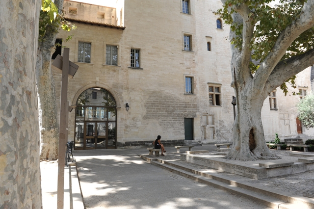La Médiathèque Ceccano, Avignon. Home to Macintosh's library.