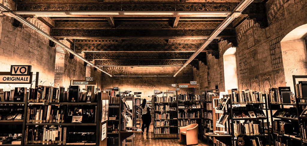 Interior of the Bibliothèque Ceccano. © Michel Planque.